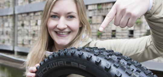 Viel Volumen und kräftiges Profil mach moderne Mountainbike-Reifen besonders griffig und traktionsstark.