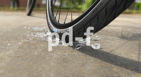 Glasscherben auf dem Radweg ringen dem pannensicheren Trekkingreifen nur ein müdes Lächeln ab.