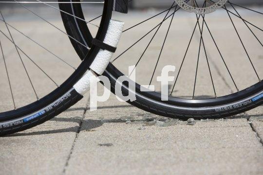 """Dank des """"Airless""""-Systems sind Scherben für Radfahrer kein Problem mehr."""