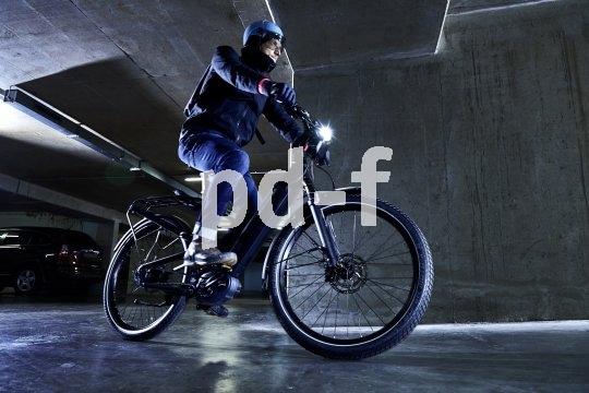 Bei jedem Wetter selbst bei Nacht gut sichtbar zu sein ist die beste Lebensversicherung für Zweiradfahrer mit oder ohne E-Unterstützung.