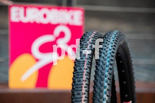 """Zwei unterschiedliche Reifenprofile für Vorder- und Hinterrad sollen für besseren Grip sorgen. Ein neues Pärchen für den Cross-Country-Sport stellte Schwalbe mit """"Racing Ray"""" und """"Racing Ralph"""" vor."""