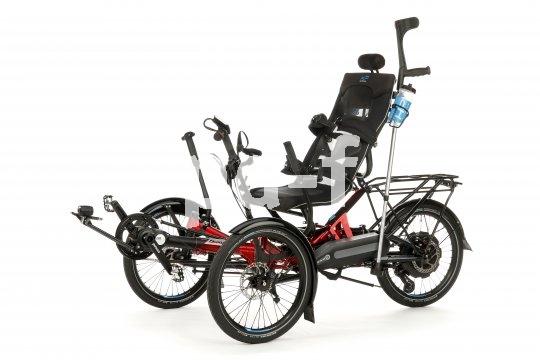 Das Scorpion plus ist ein Liegedreirad in Reha-Ausführung. Dank elektrischer Motorunterstützung ist das höhere Gewicht des komplexen Fahrzeugs kein Problem.