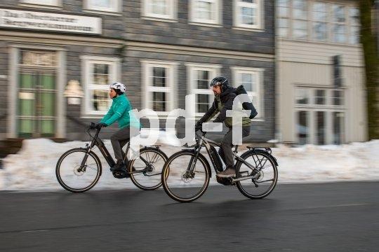 Auch und gerade im Winter ist das Fahrrad ein hervorragendes Verkehrsmittel. Voraussetzung sind geräumte Radwege und Nebenstraßen.