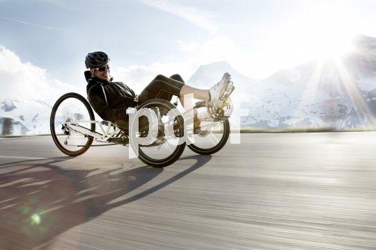 Auch bergige Touren lassen sich mit einem sportlichen Liegerad gut bewältigen.