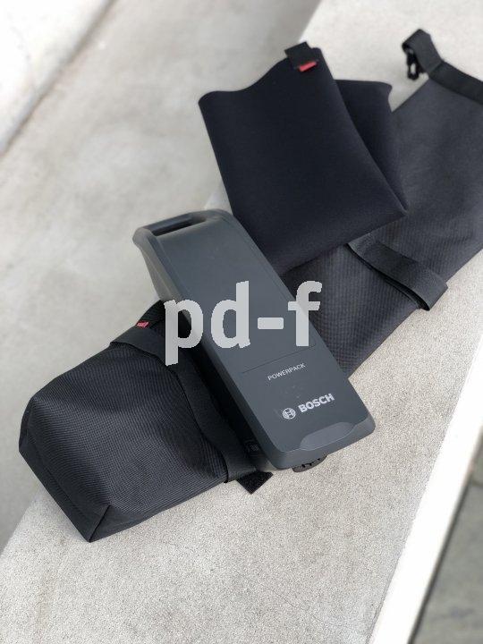 """Die """"Battery Bag"""" von Fahrer Berlin ist eine wasserdichte, gepolsterte Tasche für den häufig mitgeführten Zweitakku. Sie lässt sich sowohl auf dem Gepäckträger als auch am Rahmen besfestigen."""