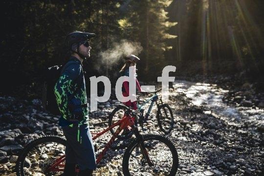 Outdoorspezialisten wie Vaude bieten für alle Facetten des Radsports und alle Jahreszeiten geeigenete Kleidung an. Die Auswahl ist groß - und Qualität lohnt sich.