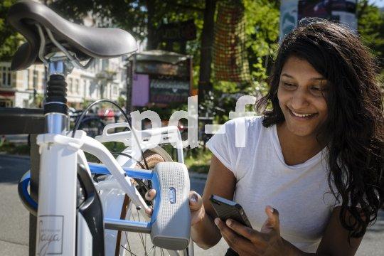 """Schlüssellos und schnell können Fahrradschlösser jetzt auch per App geöffnet und geschlossen werden. Im Bild das """"SmartX"""" von Abus."""
