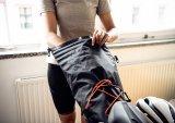 Es ist schon erstaunlich, wieviel Gepäck sich in einer Bikepacking-Satteltasche unterbringen lässt. Zudem schützt sie den Rücken vor emporgeschleudertem Dreck und Nässe.