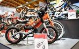 Kinderräder gibt es in unterschiedlichen Größen, damit Kinder in allen Altersstufen auf ihre Kosten kommen.