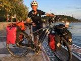 Andrea Freiermuth mit ihrem E-Bike an der Schwarzmeerküste.