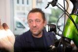 Wer nachts optimal sehen möchte, muss die Lichtleistung seines Scheinwerfers auch optinmal auf die Straße bringen. Die richtige Einstellung des Fahrlichtes ist am Fahrrad so wichtig wie am Auto.
