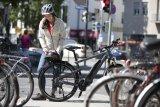 Moderne, auf RadlerInnen zugeschnittene Funktionsbekleidung ist nicht nur praktisch, sondern auch kleidsam.