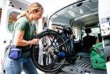 Faltfahrräder müssen nicht unbedingt kleine Räder haben. Umso nützlicher ist die Faltbarkeit des Rahmens beim Transport.