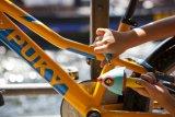 Der gemeine Fahrraddieb schreckt nicht davor zurück, ein Kind zu bestehlen - früh übt sich also, wer lange etwas von seinem neuen Rad haben will...