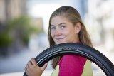"""Reifenhersteller Schwalbe bietet mit dem """"Marathon E-Plus"""" einen Pneu mit besonders auf E-Bikes zugeschnittenen Qualitäten an. Er ist auch für die schnelle S-Klasse zugelassen."""