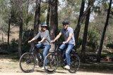 Entspannt auf Tour sein, auch auf Schotterstrecken - das ist das Metier der Trekkingräder. In der E-Bike-Version werden noch mehr Anstiege, Kilometer oder gefüllte Packtaschen möglich.