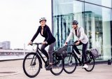 Speziell für Pendler gedacht sind Fahrradpacktaschen, die sich leicht vom Gepäckträger nehmen lassen und dann auch im Büro eine gute Figur machen.