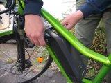 Ein weiterer Vorteil bei E-Bikes: Durch das ab Werk installierte Rahmenschloss besteht die Möglichkeit der sogenannten Gleichschließung. Dabei werden das Schloss für die Akku-Sicherung und das Rahmenschloss mit dem gleichen Schlüssel bedient. Es besteht zusätzlich die Möglichkeit, weitere Schlösser, z.B. Falt- oder Kettenschlösser mit dem gleichen Zylinder ebenfalls gleichschließend aufzurüsten.