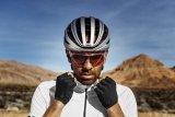 """Ein guter Fahrradhelm schützt auch vor Sonneneinstrahlung, bietet aber gleichzeitig Kühlung durch Belüftung. Modelle wie der """"Aventor"""" von Abus haben ein durchdachtes Belüftungssystem, das auch an heißen Tagen Hitzestaus am Kopf verhindert."""