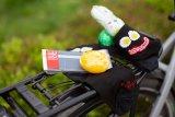 """Ostereier, die schlank machen? Na, zumindest helfen sie dabei, die Fahrradfahrersocken von Sock Guy und der reflektierende Hosenschutz """"Band"""" von Fahrer Berlin."""