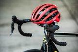 Aerodynamische Anpassungen und Produkte machen den Rennradler schneller.