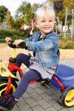 Für die ersten Abenteuer auf Rädern ist ein Dreirad nach wie vor eine feine Sache. Die Pedalierbewegung wird geübt, die Geschwindigkeit bleibt kindgerecht, umfallen ist nicht drin. Und transportieren kann das Kind auch schon was!