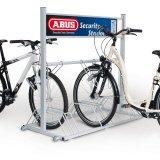 Eine gute Abstellanlage ermöglicht den Fahrrädern kippfreien Halt und ihren Nutzern gute Möglichkeiten zum Anschließen.