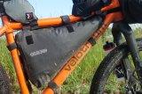 Abenteuer Bikepacking: Auf einem entsprechend belastbaren Fahrrad lässt sich in sogenannten Rahmentaschen einiges an Gepäck unterbringen, ohne dass das Fahrverhalten leidet.