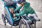 """Was so ein Kinderanhänger alles bieten kann: Federung mit automatischer Gewichtsanpassung, leichter Umbau zum Buggy oder Jogger, LED-Beleuchtung mit Dämmerungssensor, Adapter zur Befestigung an allen Fahrradtypen und vieles mehr. Hier das Modell """"Kid plus for 1"""" von Croozer."""