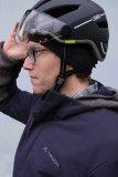 Passt das Visier problemlos über die Brille? Unbedingt ausprobieren - mit Mütze drunter sitzt der Helm anders als ohne!