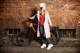 Keine Spur von Langeweile und körperlicher Anstrengung, stattdessen viel Chic und ein unauffälliger, leistungsstarker Motor, der beim Treten hilft: urbanes Radfahren heute.