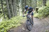 Beim Bergauffahren zählt jedes Gramm. Mit jeder Pedalumdrehung werden es allerdings etwas weniger, denn jeder Schweißtropfen, der den Körper verlässt, wiegt etwas.