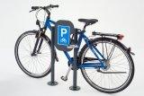 Ganz klar: Dies ist ein Fahrradparkplatz. Und zwar einer, an den sich ein gutes Rad hervorragend anlehnen und anschließen lässt.