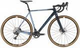 Cyclocross-Räder haben ein etwas höher gelegtes Tretlager und größere Raddurchlässe. Der Querfeldeinsport finden vor allem im Winter statt - Schlamm und Dreck sind feste Begleiter dabei.