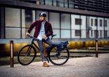 Durchdachte Taschenkonzepte sind echte Erleichterungen im Radfahreralltag. Die Firma Ortlieb bietet kombinierte Schulter/Radtaschen an - hier das Modell Twin-City Urban.