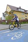 Fahrradstraßen machen den Radverkehr sicherer und komfortabler. Dort, wo die Kommunen in solche Maßnahmen investieren, steigt auch der Radverkehr früher oder später deutlich an.