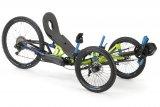 Liegedreiräder gehören mit oder ohne elektrische Unterstützung zu den sportlichsten Pedalfahrzeugen überhaupt. Der tiefe Schwerpunkt erlaubt atemberaubende Kurvenfahrten. Mit entsprechender Bereifung ist die Tour auch jenseits des Asphalts keineswegs zuende.