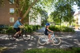 Das richtige Verhalten im Straßenverkehr gilt es mit Kindern zu üben.