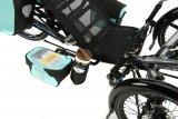 Der Liegeradspezialist HP Velotech bietet Packtaschenhalterungen für seine Trikes an, mit denen sich der Raum hinter und unter dem Sitz ideal nutzen lässt. Aber auch Smartphone- und Getränkehalterungen sind neu im Programm.