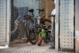 Eine abschließbare Fahrradgarage, in der mehrer Räder Platz finden und auch eine Standpumpe sicher untergebracht ist, ist der Traum vieler Radfahrer in unseren Innenstädten.