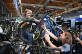 E-Mountainbikes werden den Herstellern momentan fast schon aus der Hand gerissen.