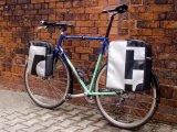 Geräumige Packtaschen für Lowrider und Heckträger gefällig? Vor allem, wenn sie wasserdicht und robust sind, haben solche Radtaschen Kultstatus.