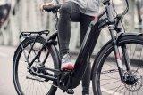 """Immer häufiger findet man bei E-Bikes einen in den großvolumigen Rahmen integrierten Akku. Das ergibt klare Linien und ermöglicht etwa am """"Gotour 6"""" von Flyer auch einen bequemen Durchstieg."""