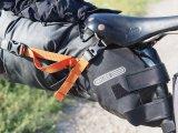 Die Satteltasche dient beim Bikepacking gleichzeitig als Radschützer.