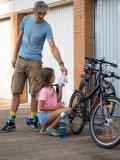 Zum Putzen eines Kinderfahrrads eignet sich ein handelsüblicher Lappen.