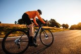 Rennräder mit Antriebsunterstützung finden immer mehr Freunde. Cannondales Synapse Neo verfügt über einen leichten Bosch-Motor mit besonders leisem Lauf.