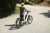 Wer mit dem Bike auch auf längeren Strecken schnell unterwegs sein will, kann die Anschaffung eines E-Bikes mit Motorunterstützung bis 45 km/h in Betracht ziehen. Hier das Modell Nevo GT Touring der Firma Riese & Müller.