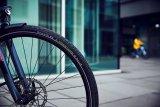 Auf E-Bike-Reifen wirken größere Kräfte (Gewicht, Beschleunigung) als auf Reifen unmotorisierter Räder. Daher ist es sinnvoll, bei der Reifenwahl auf entsprechende Modell zu achten.