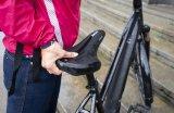 Der Sattel muss passen. Wenn er sich auch noch gut anfassen lässt, ist das beim Anheben eines etwas schwerern Rades ein großer Vorteil - ein Argument gerade für E-Biker.