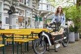 """Speziell für E-Bikes und Lastenräder, bei denen das geringfügig höhere Gewicht keine Rolle spielt, hat Schwalbe mit der """"Air Plus""""-Reihe stärkere und luftdichtere Schläuche entwickelt. """"Seltener pumpen"""" ist die Devise."""